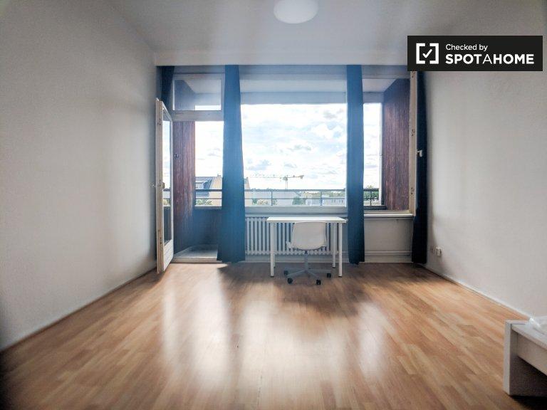 Chambre à louer dans appartement avec 3 chambres à Charlottenburg