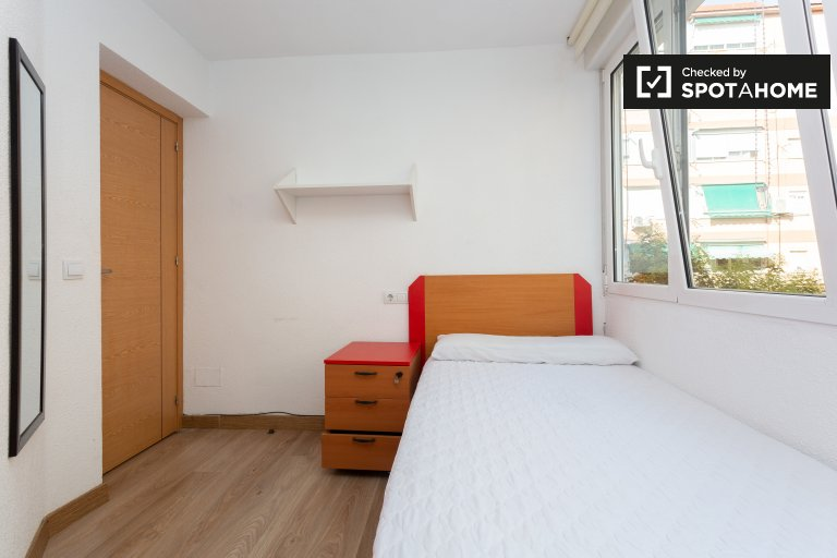 Room in 4-bedroom apartment in Getafe, Madrid