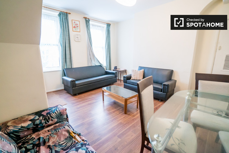 Bright 3-bedroom flat with 2 bathrooms to rent in Bethnal Green, London