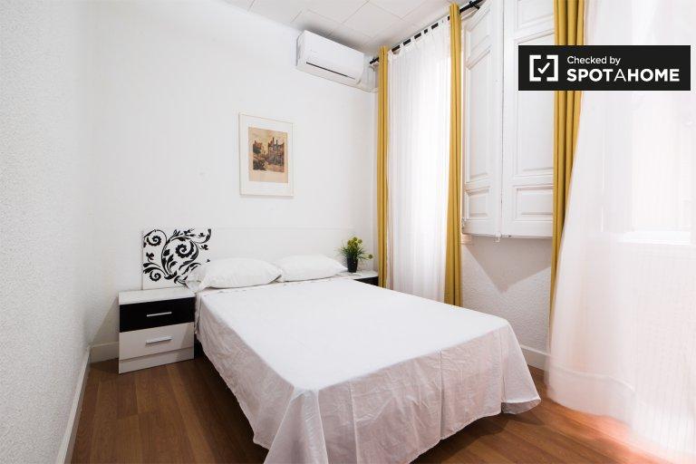 Quarto acolhedor em apartamento de 5 quartos em Lavapiés, Madrid