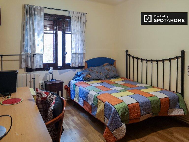 Chambre à louer dans un appartement de 2 chambres à L'Hospitalet, Barcel