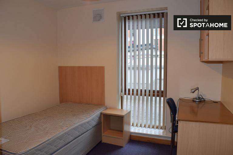 Luminous room w 4-pokojowym apartamencie w Santry, Dublin