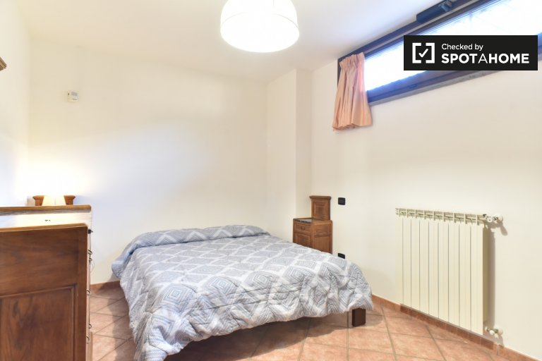 Quarto ensolarado para alugar em Infernetto, Roma