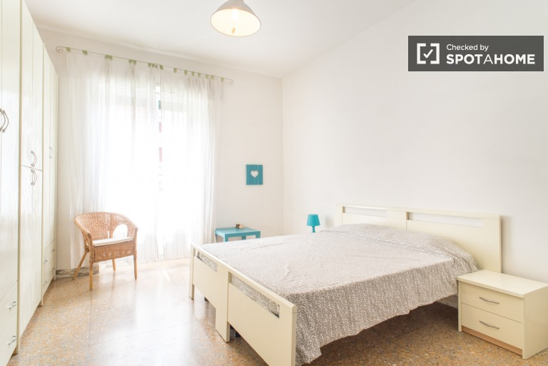 Double shared room in 4-bedroom apartment in San Giovanni