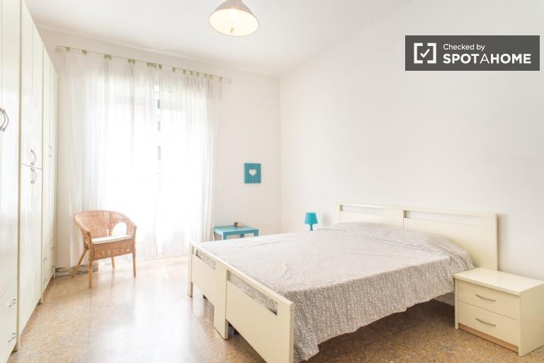 Chambre double partagée dans un appartement de 4 chambres à San Giovanni
