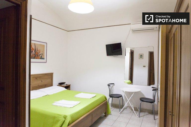 Pokój do wynajęcia w 4-pokojowym mieszkaniu w Prati, Rzym