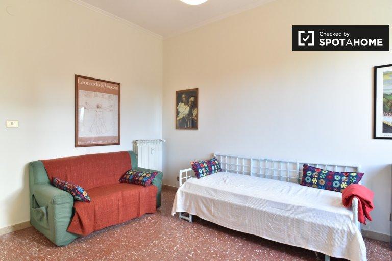 Cosy room in 4-bedroom apartment in Appio Latino, Rome