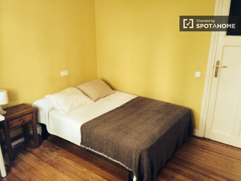Room 4 - Double bed