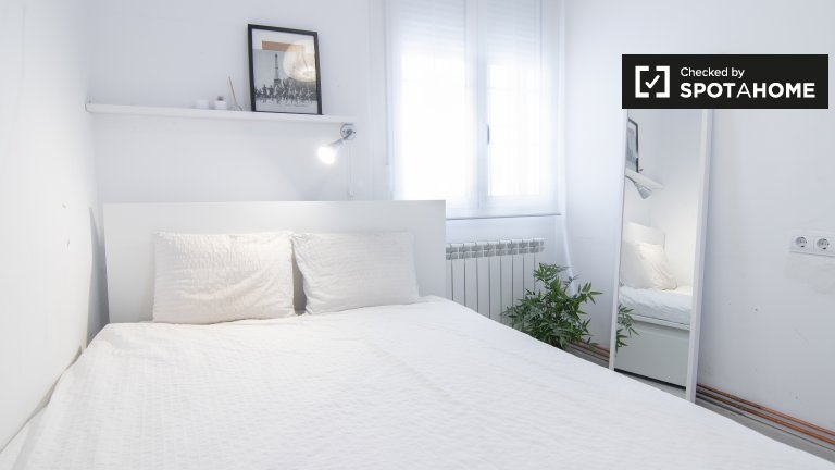 Bright room in 2-bedroom apartment in Imperial, Madrid