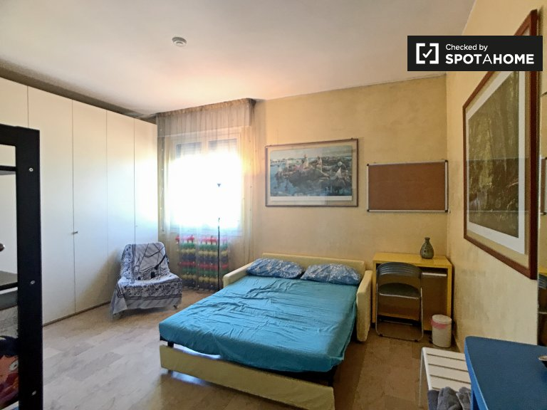Spacious room for rent in Musocco, Milan