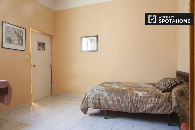 Spacious room in 2-bedroom apartment in Malasaña, Madrid