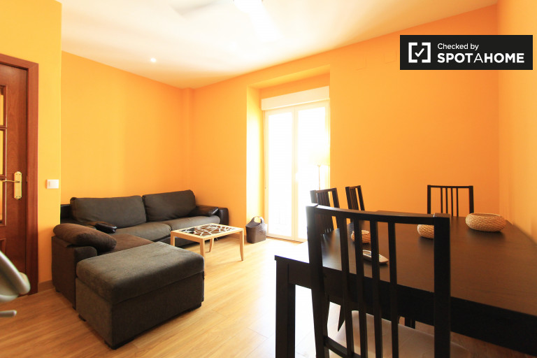 Sunny 4-bedroom apartment for rent in La Latina
