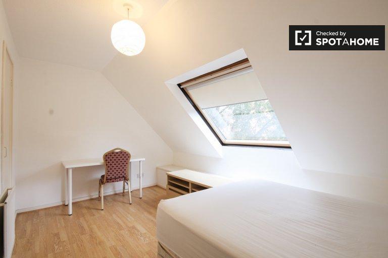 Piękny pokój we wspólnym mieszkaniu w Whitechapel w Londynie