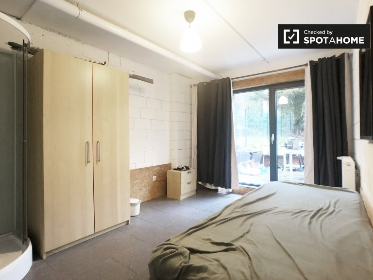 Bright room for rent in 4-bedroom in Watermael-Boitfort