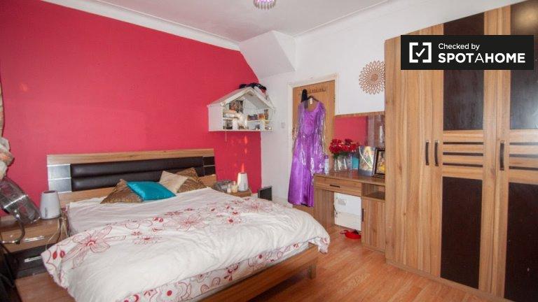 Habitaciones en alquiler en casas de 7 habitaciones en Newham, Londres