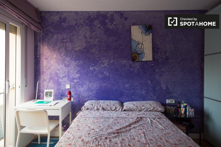 Nice room in 4-bedroom apartment Villa Olímpica, Barcelona