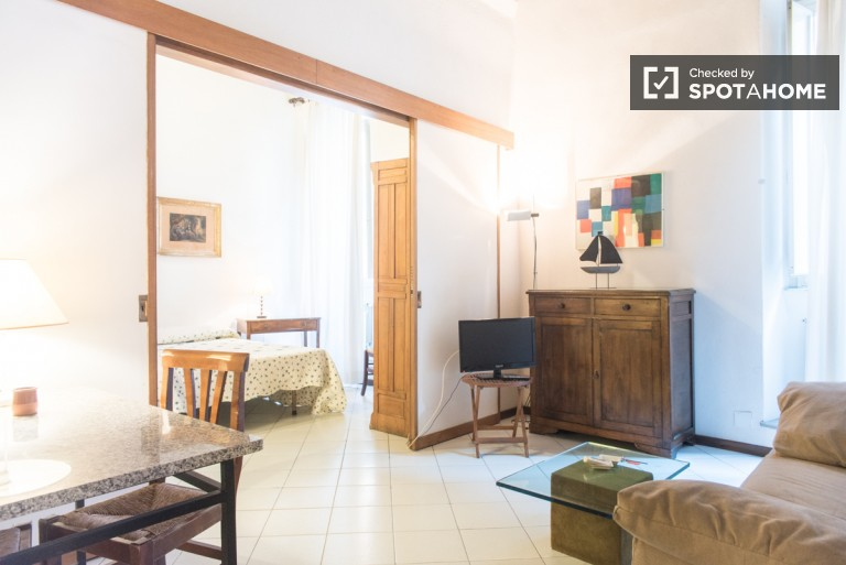 1 Bedroom apartment with high ceilings for rent close to the Spanish Steps