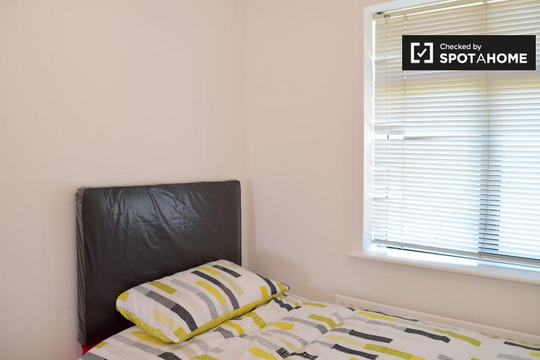 Großes Zimmer in einer 3-Zimmer-Wohnung in Clondalkin, Dublin