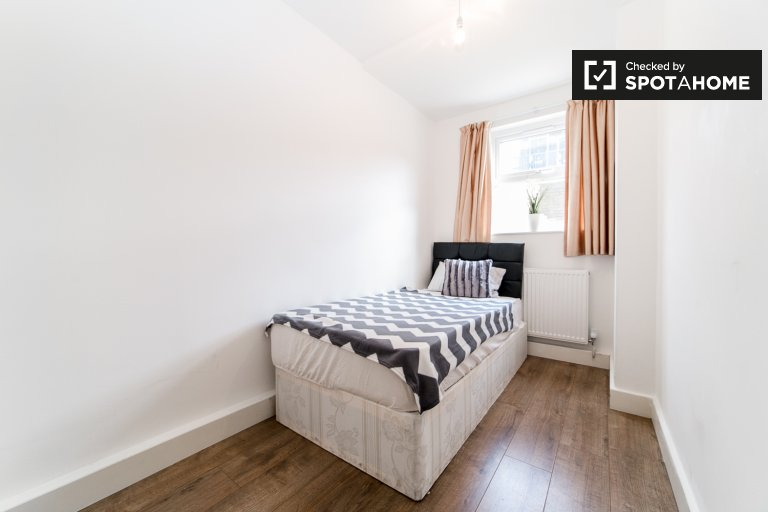 Schludny pokój do wynajęcia w 6-pokojowym mieszkaniu w Hackney, Londyn
