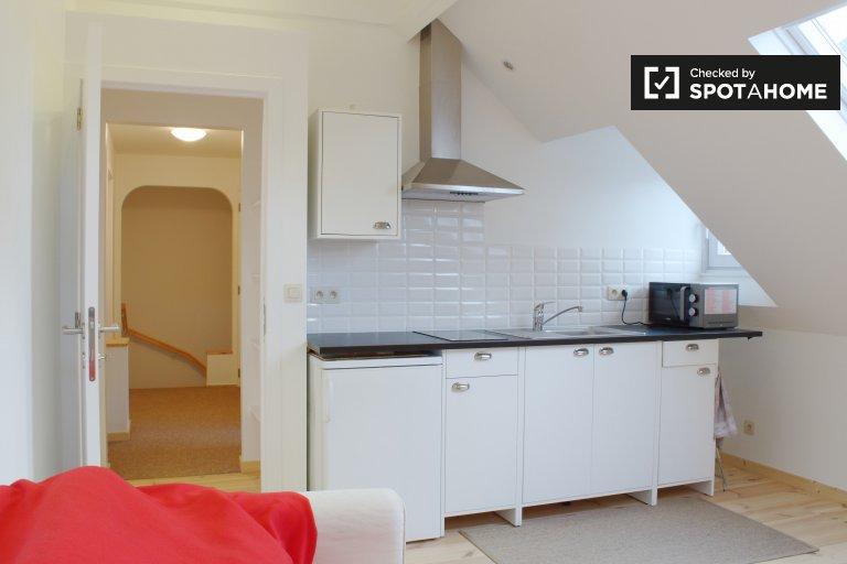 Quarto espaçoso para alugar em apartamento com 3 quartos, Beersel