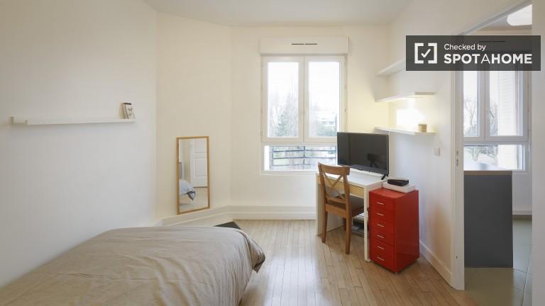 Cozy 1 Bedroom Apartment in Courbevoie Suburb of Paris