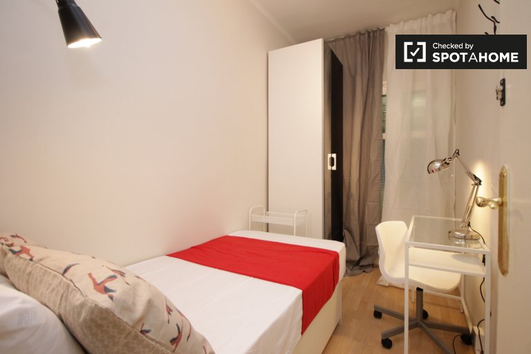 Cozy room in 5-bedroom apartment in Les Corts, Barcelona