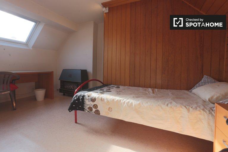 Chambre décorée dans un appartement de 4 chambres à Auderghem, Bruxelles