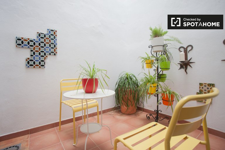 Charming 2-bedroom apartment with patio for rent in San Bartolomé