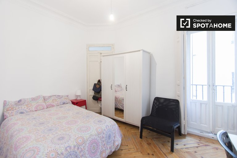 Przestronny pokój w apartamencie z 7 sypialniami w Salamance w Madrycie