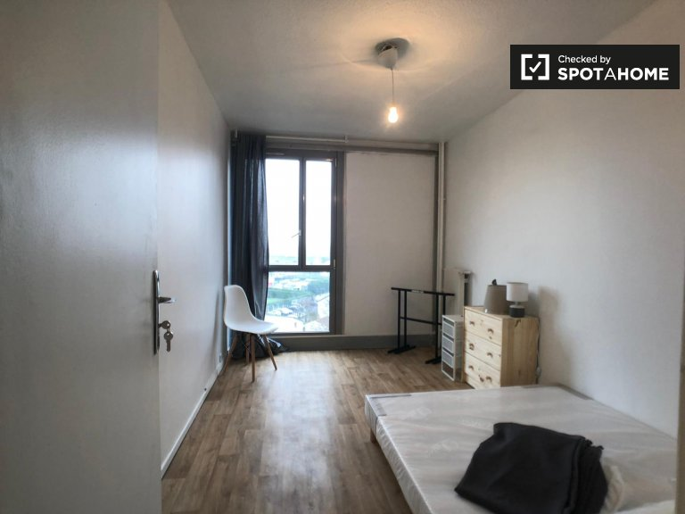 Camera accogliente in affitto in appartamento con 4 camere da letto, Saint-Denis