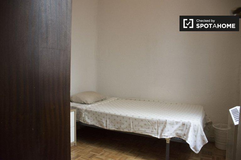 Sala de interion en apartamento de 3 dormitorios en Lavapiés, Madrid
