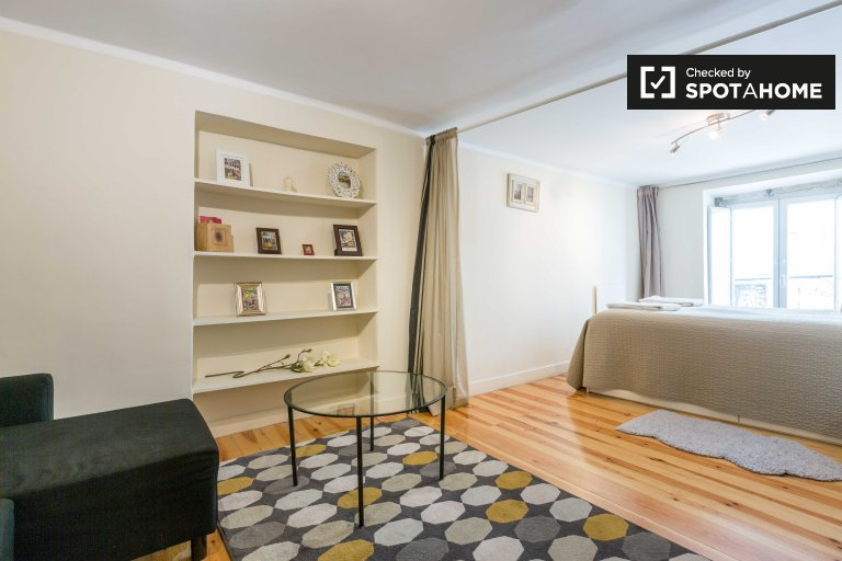 Stylish studio apartment for rent in Santo António, Lisbon