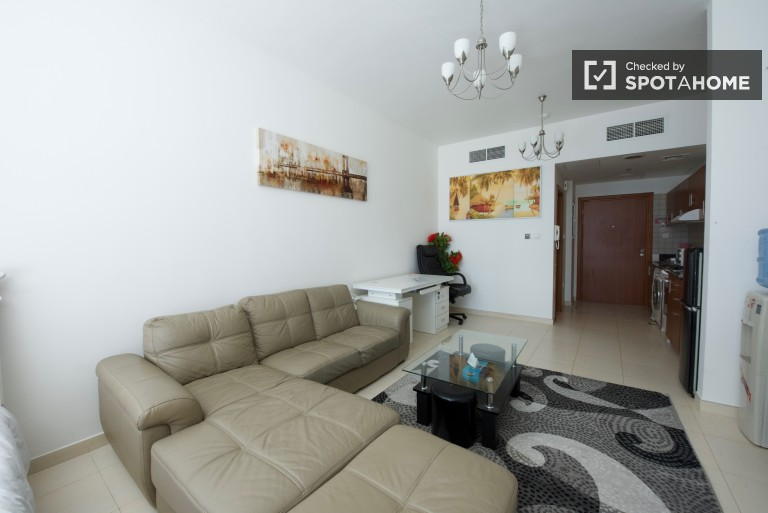 Bright and comfortable 1st-floor studio apartment for rent in a complex near The Villa
