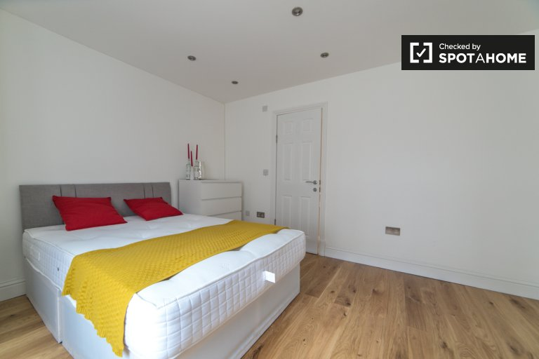 Stylish room to rent in Kilburn, London