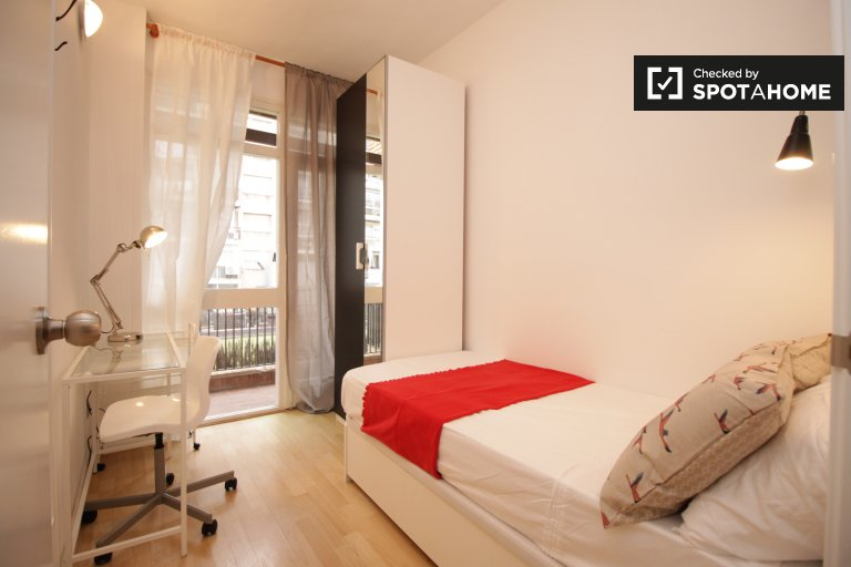 Modern room in 5-bedroom apartment in Les Corts, Barcelona