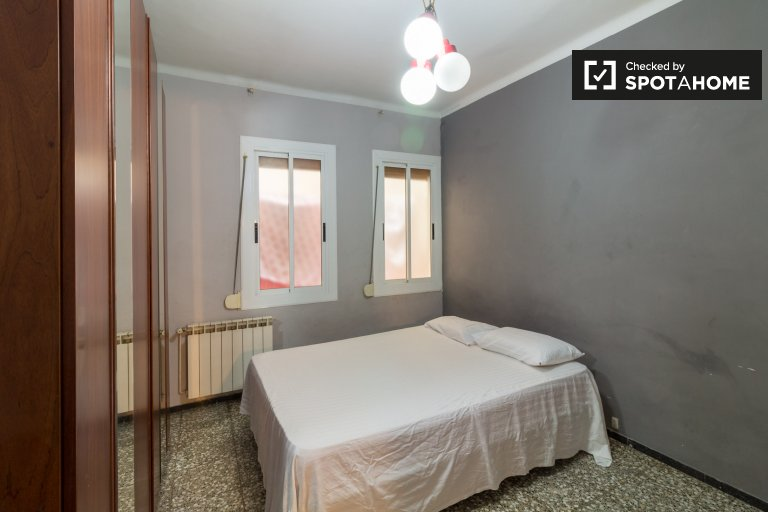 Modern room in 3-bedroom apartment in Gràcia, Barcelona