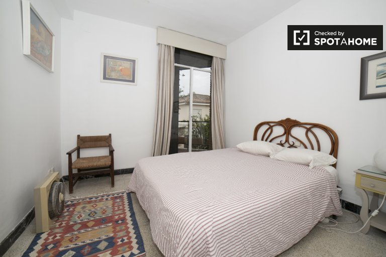 Single Bed in Rooms for rent in a 5-bedroom house with terrace in La Palmera