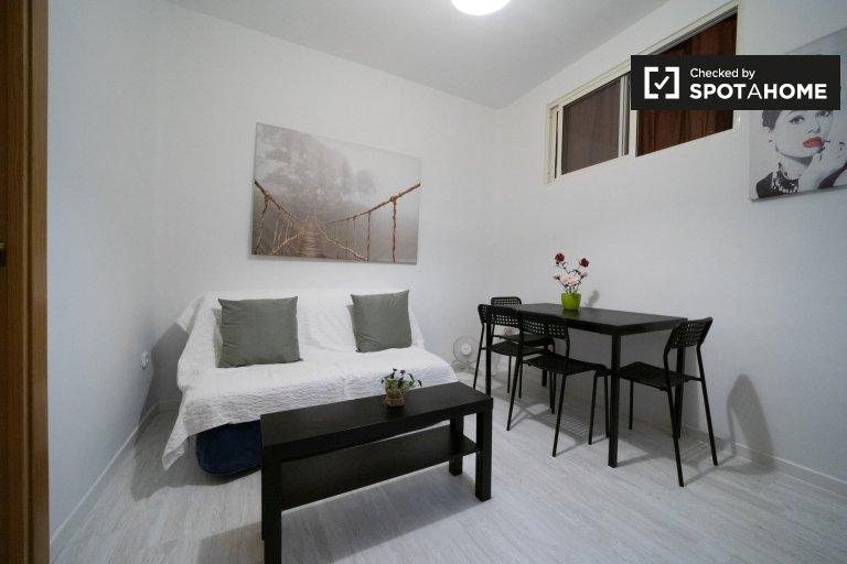 Renovado apartamento de 2 quartos para alugar em Lavapiés, Madrid
