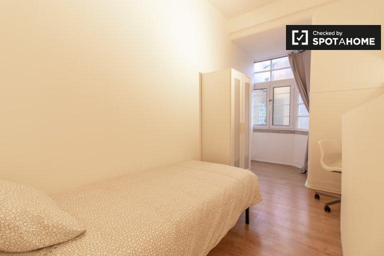 Quarto luminoso em apartamento com 8 quartos no Areeiro, Lisboa
