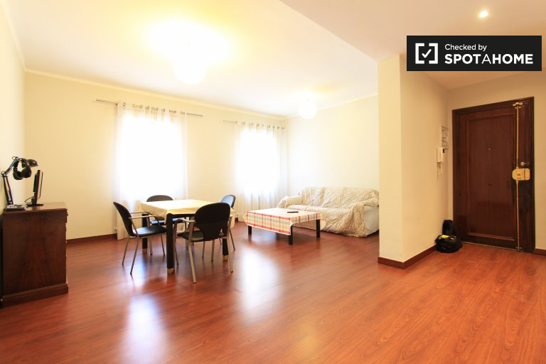 Spacious 3-bedroom apartment for rent in Argüelles