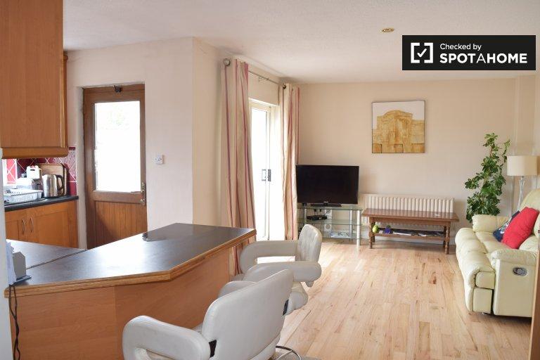 Stanza in affitto in casa con 5 camere da letto a Glasnevin, Dublino