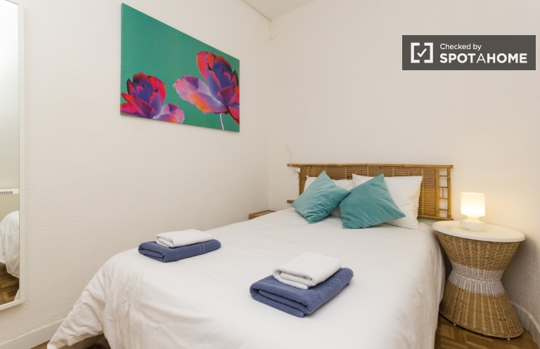 Elegant 4 Bed Flat With Balcony in Lavapiés, Madrid