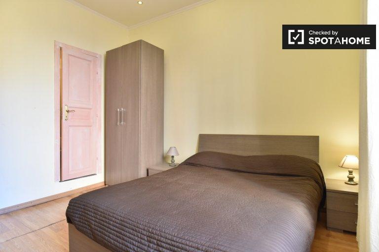 Stanza in affitto in appartamento con 4 camere da letto nel centro storico di Roma