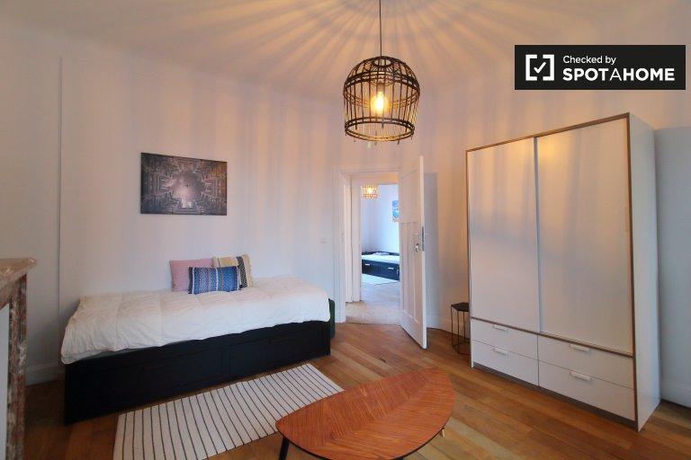 Chambre à louer dans un appartement de 3 chambres à Molenbeek, Bruxelles