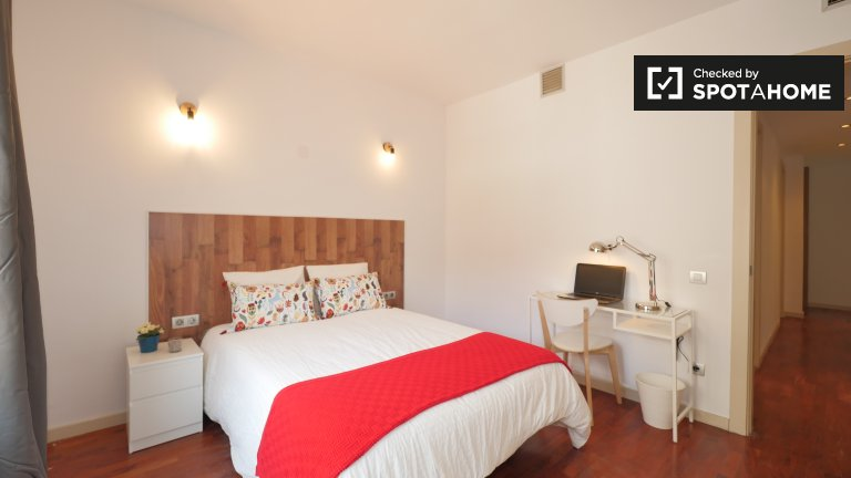 Habitación soleada en alquiler en Putxet, Barcelona.