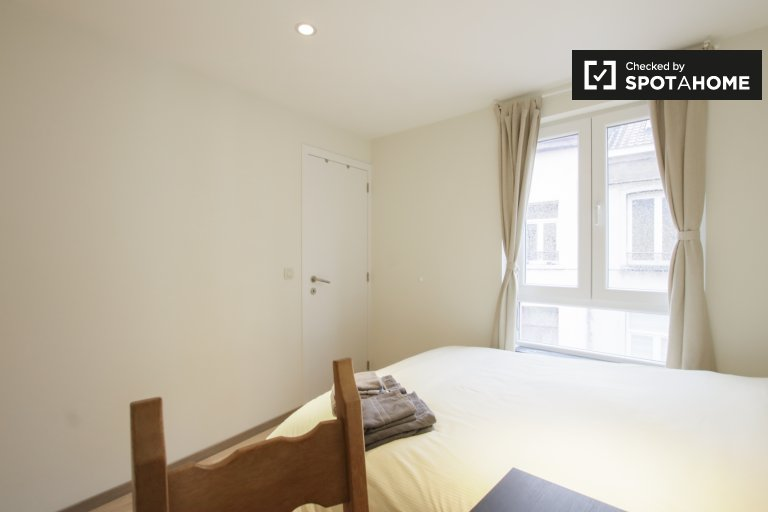 Saint Josse'de 6 yatak odalı dairede kiralık oda