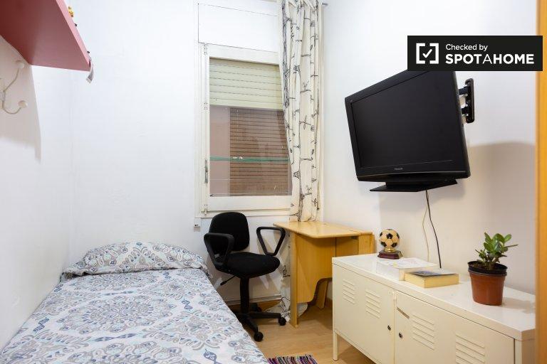 Ordentliches Zimmer zur Miete in 4-Zimmer-Wohnung in Eixample Dreta