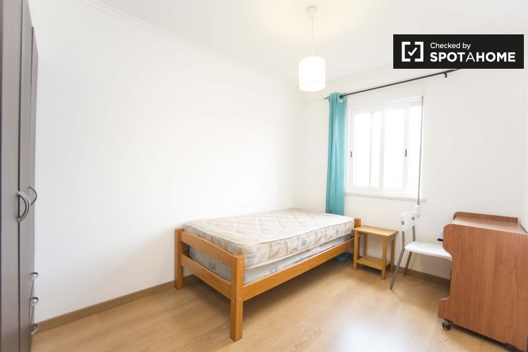 Santa Maria dos Olivais 3 yatak odalı daire rahat oda
