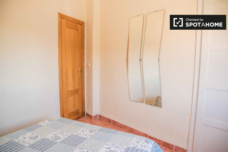 Chambres à louer dans un appartement de 2 pièces à Malvarossa, Valence