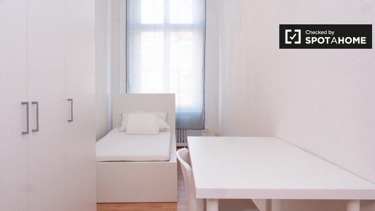 Przytulny pokój w apartamencie z 6 sypialniami w Kreuzberg w Berlinie